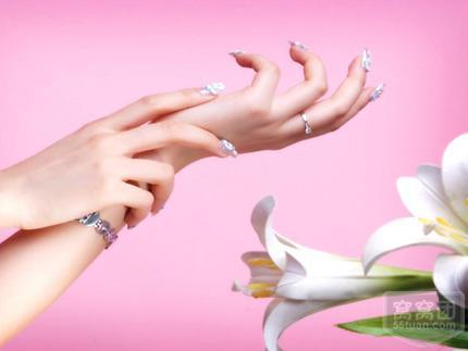 美甲技巧| 手部护理和指甲护理步骤